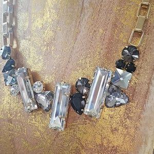 Jewelry - Beautiful geometric rhinestone necklace.